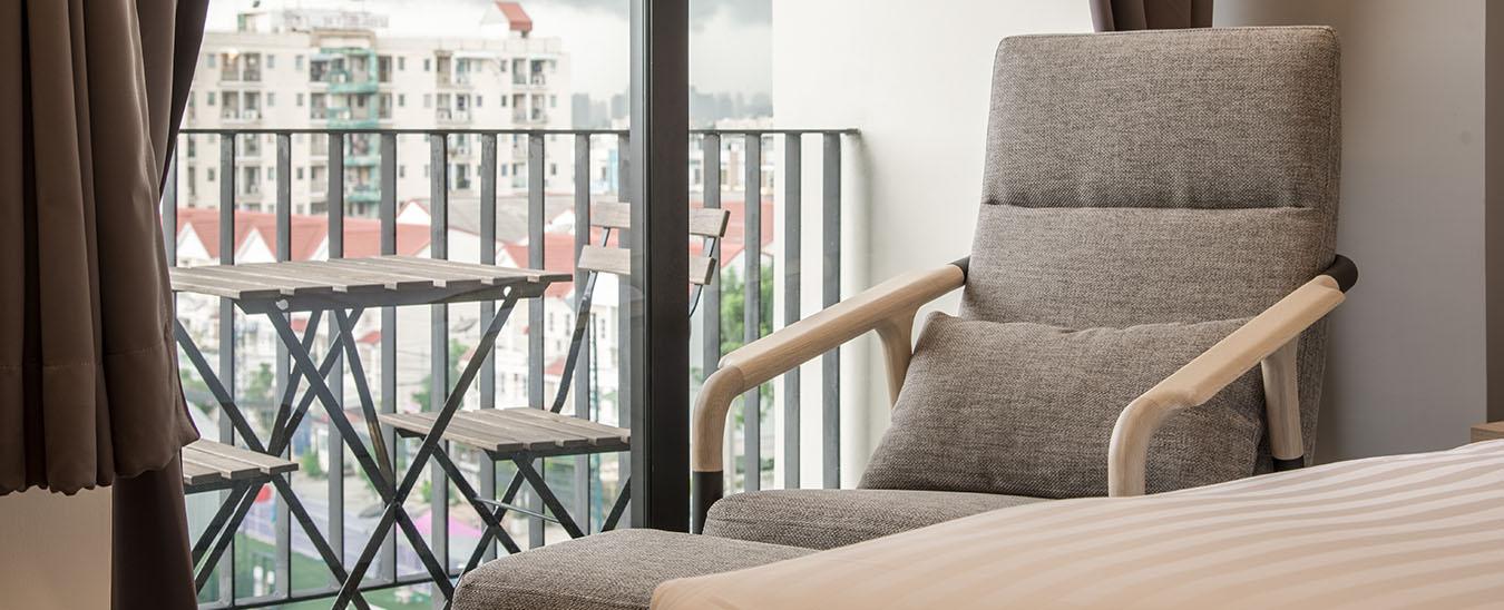 Balcony02